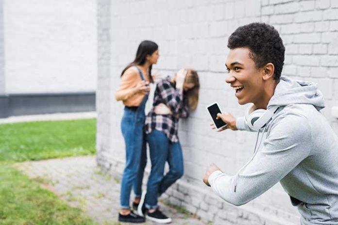 agresywny nastolatek jak reagować